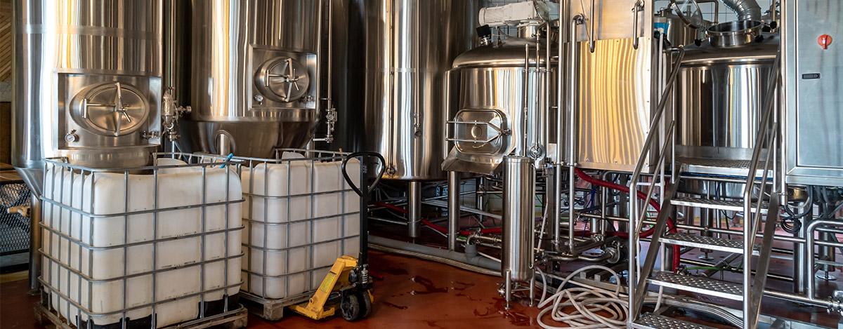 Keeping-the-beer-brewing-equipment-clean